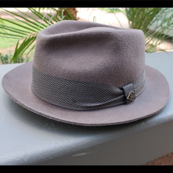 615c7e6ae24 Goorin Bros. Other - Goorin Bros. Grey Griffin Felt Fedora Hat